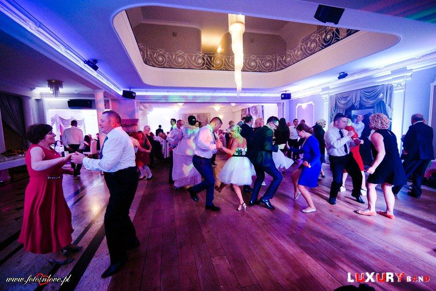 zabawa taneczna, oczepiny, wesele